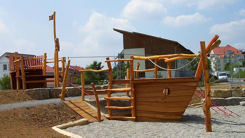 Spielhaus Piratenschiff Holz ~   und Abenteuerspielplätze aus Robinie Rheber Holz Design